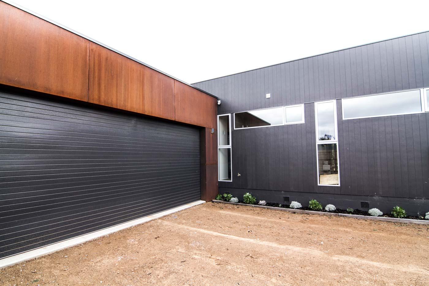 Woodhams-builders-corten-garage